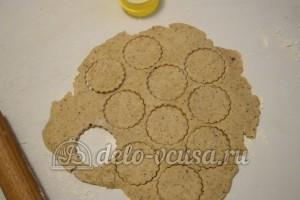 Песочное печенье с джемом: Раскатать тесто
