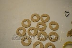 Песочное печенье с джемом: Вырезать печенье