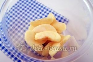 Как заморозить яблоки для начинки: Кладем яблоки в емкость для хранения