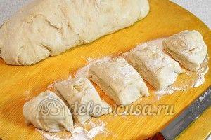 Беляши с мясом: Порезать тесто