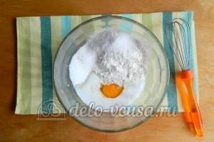 Блинчики с ливером: Взбить вместе яйцо, сахар и простоквашу
