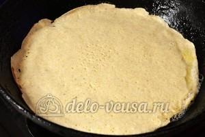 Блины на белках: Вылить тесто на хорошо прогретую сковороду