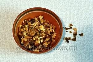 Творог с овсянкой, орехами и изюмом: Измельчить орехи