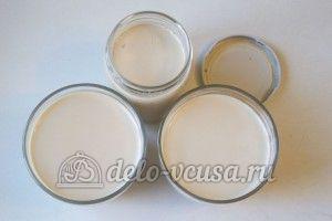 Десерт из ряженки: Разлить смесь по емкостям