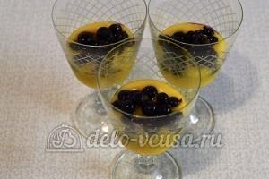 Десерт с консервированными персиками: Добавляем смородину