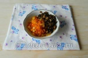 Грибной суп с вермишелью: Обжарить грибы, лук и морковь