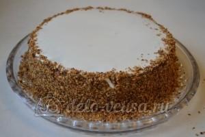 Медовый торт со сгущенкой: Покрыть верх торта растопленным шоколадом