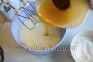 Медовый торт со сгущенкой: Добавить мед