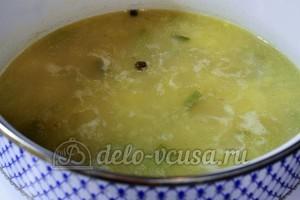 Картофельный суп с курицей: Добавить душистый перец и лавровый лист