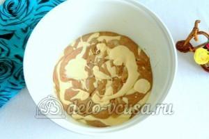 Мраморный кекс в мультиварке: Выложить тесто в чашу мультиварки