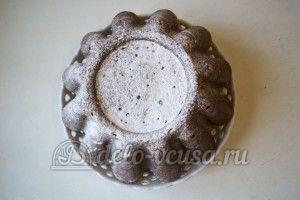 Кекс с орехами: Посыпать сахарной пудрой
