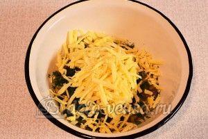 Лаваш с сыром и луком: Натереть сыр