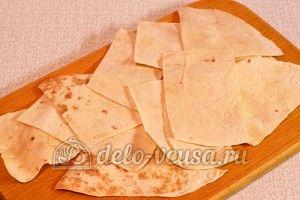 Лаваш с сыром и луком: Разрезать лаваш