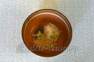 Курица маринованная в кефире в духовке: Соединить соль, перец, хрен и чеснок