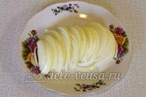 Курица маринованная в кефире в духовке: Нарезать лук