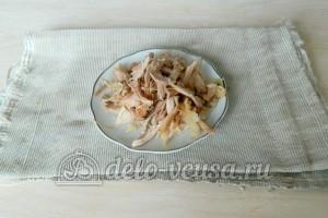 Куриный суп с лапшой: Готовое мясо разделить на волокна