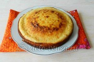 Манник с мандаринами: Выложить пирог на плоскую тару