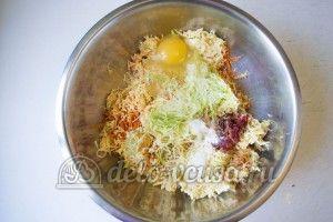 Овощные шарики с сыром: Натереть овощи