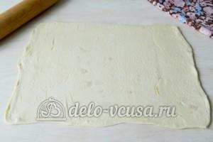 Печенье Медвежьи ушки: Раскатать тесто