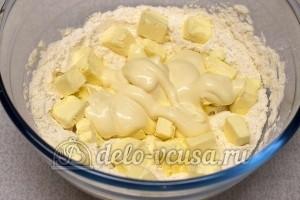 Соленое печенье на майонезе: Добавить майонез
