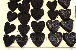 Шоколадное пирожное: Смазать сердечки джемом