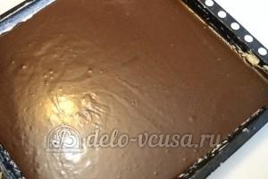 Шоколадное пирожное: Залить в противень