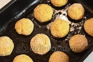 Овсяное печенье с тыквой: Сформировать шарики из теста и выложить на противень