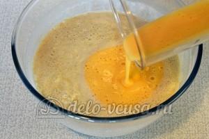 Пшенные дрожжевые блины: Влить желтки в тесто