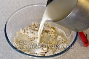 Пшенные дрожжевые блины: Влить остаток молока