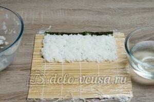 Роллы Филадельфия: На половинку листа Нори кладем рис