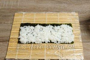 Роллы с огурцом Каппа маки: Кладем рис на Нори
