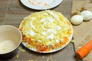 Салат из яблока, моркови и сыра: Повторяем слои