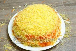Салат из яблока, моркови и сыра: Последний слой сыра