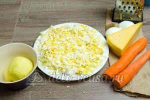 Салат из яблока, моркови и сыра: Трем два яйца
