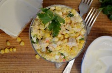 Салат с курицей и крабовыми палочками
