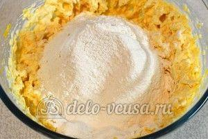 Сырники с тыквой: Просеять муку