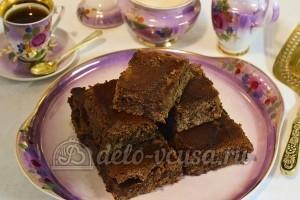 Влажный шоколадный пирог: Оставить в холодильнике на час