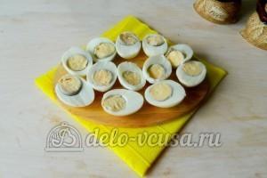 Яйца фаршированные грибами: Отварить яйца