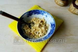 Яйца фаршированные грибами: Размять желтки