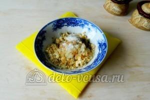Яйца фаршированные грибами: Обжарить лук