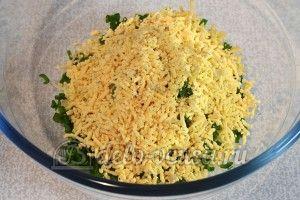 Яйца фаршированные сыром: Натереть желтки