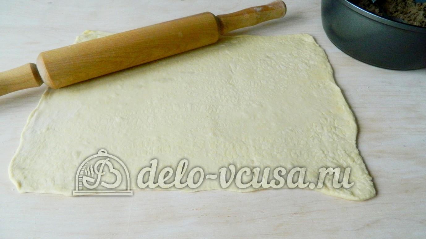 Слоеный рулет с фаршем: Раскатать тесто