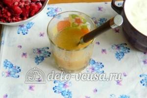 Желейный торт со сметаной: Смешать холодную воду и желатин