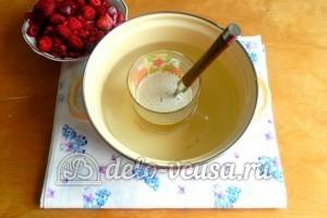 Желейный торт со сметаной: Растопить желатин до однородности