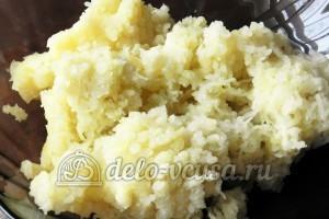 Мнишки со сметаной: Натереть вареный картофель