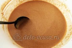 Шоколадные блинчики: Добавить масло, шоколад и коньяк к остальным ингредиентам