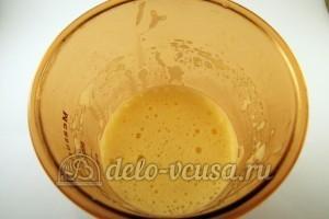 Шоколадные блинчики: Взбить яйца с солью