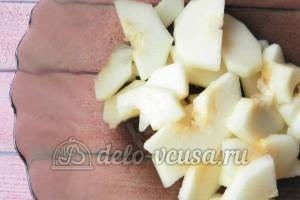Фруктовая пицца: Нарезать яблоко и грушу