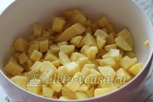 Лагман: Нарезать кубиками картошку