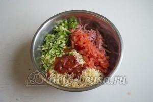 Блины с колбасой, сыром и помидорами: Готовим начинку